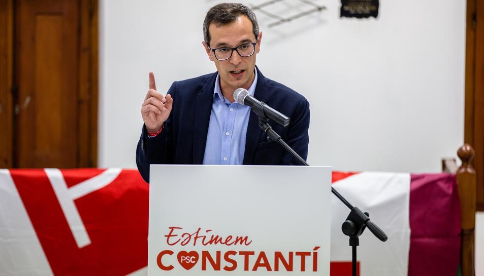 Óscar Sánchez durant la presentació de la candidatura socialista.