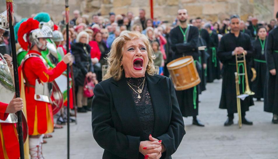 La processó del Sant Crist dels Gitanos va congregar més d'un centenar de persones a la Part Alta.