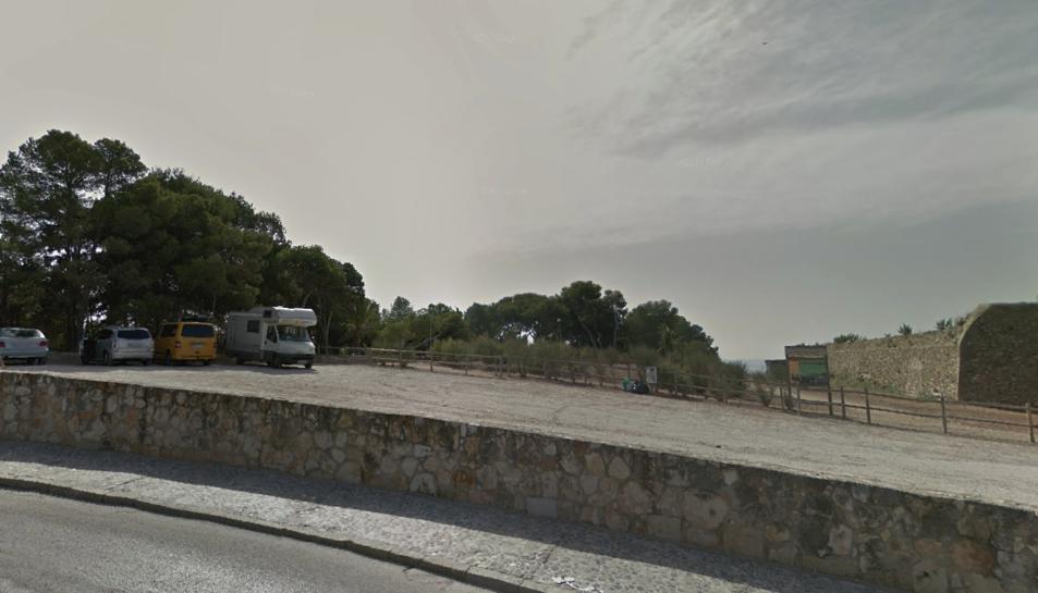 Les autocaravanes estaven estacionades a la zona del Fortí de la Reina.