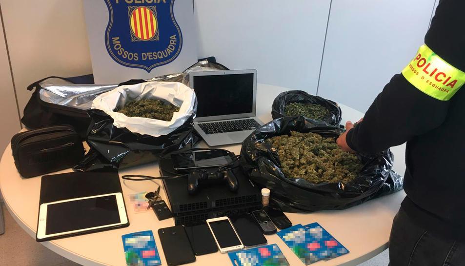 Material incautat als dos detinguts a Salou.