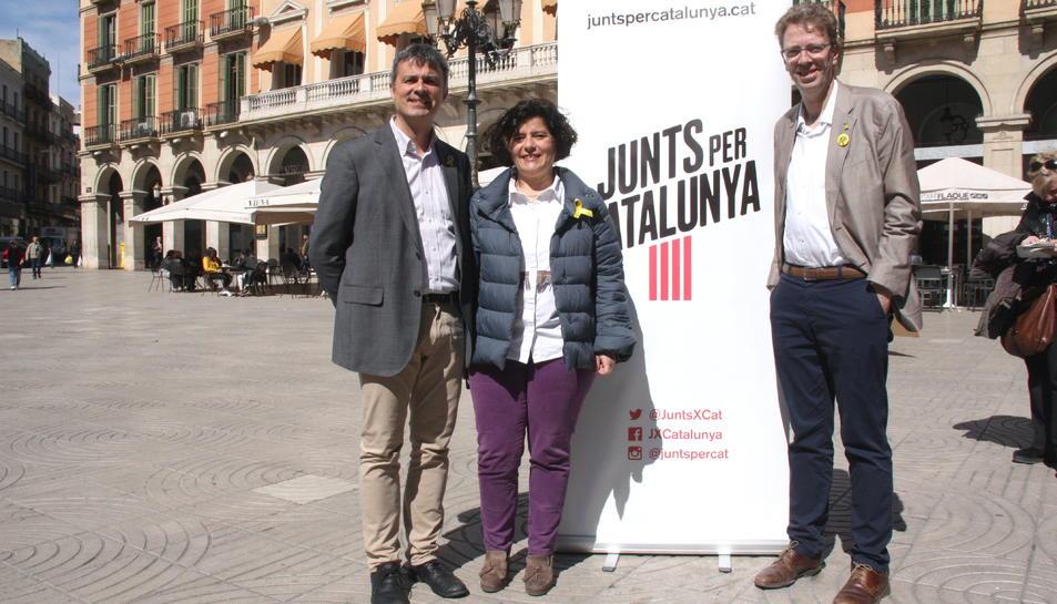 El cap de llista al Senat per JxCat per Tarragona, Hèctor López Bofill; la candidata número 4 al Congrés per JxCat per Tarragona, Montserrat Vilella; i el candidat número 2 al Congrés per JxCat per Tarragona, Ferran Bel.
