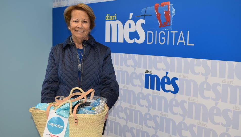 Montserrat Masip, guanyadora de la cistella sortejada pel Diari Més i Caprabo.