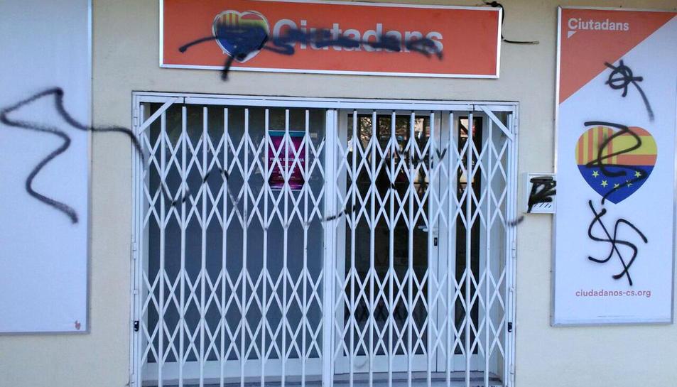 La seu de Cs a Calafell després de l'atac que ha denunciat el partit