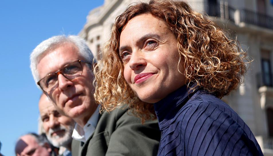 La candidata del PSC al 28-A, Meritxell Batet, amb l'alcalde de Tarragona, Josep Fèlix Ballesteros, des del balcó de Mediterrani.