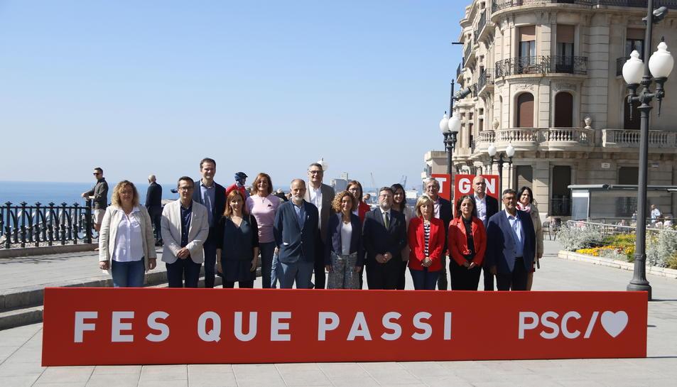 La candidata del PSC al 28-A, Meritxell Batet, amb la candidatura de Tarragona des del balcó de Mediterrani.