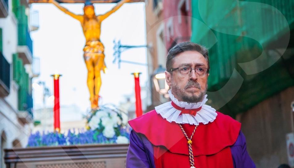 El Viacrucis de Dilluns Sant recorre en silenci els carrers de la Part Alta