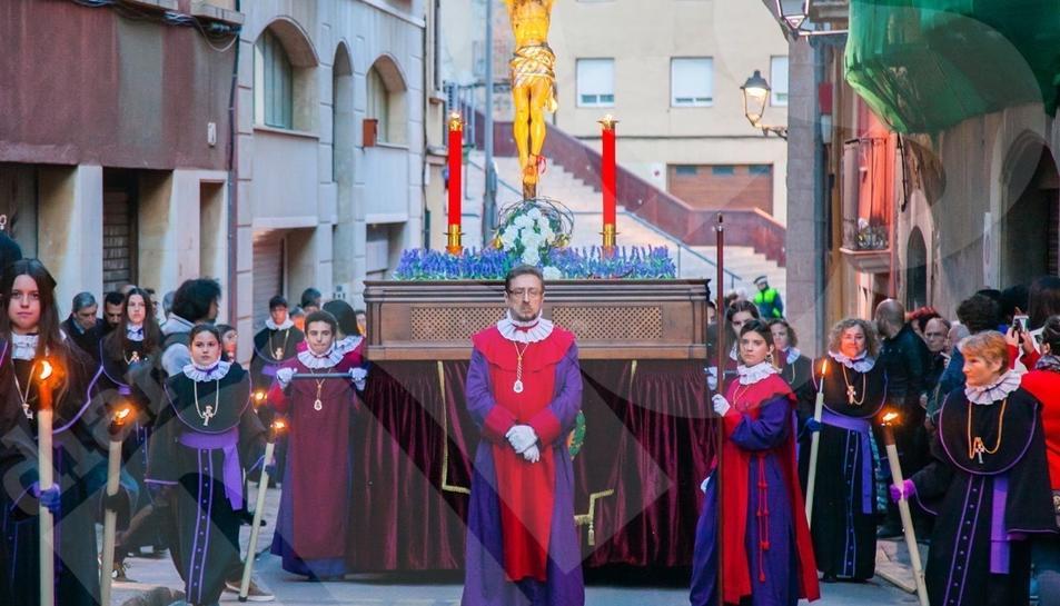 El Viacrucis de Dilluns Sant recorre en silenci els carrers de la Part Alta.2