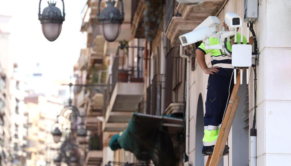 Càmeres de vigilància al carrer Apodaca, que van ser instal·lades el mes de juny del 2017.