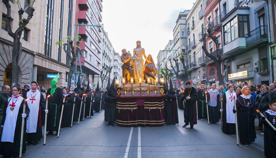 Tres misteris i el Sant Crist van participar en la processó de la Reial Germandat de Jesús Natzarè.