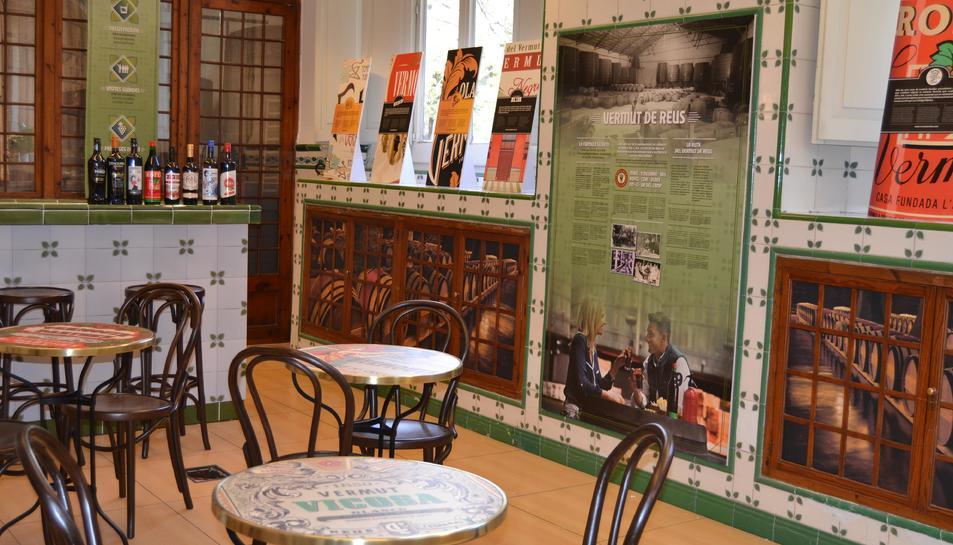 Imatge d'una part de l'interior de la Casa del Vermut i del Vi de Reus.