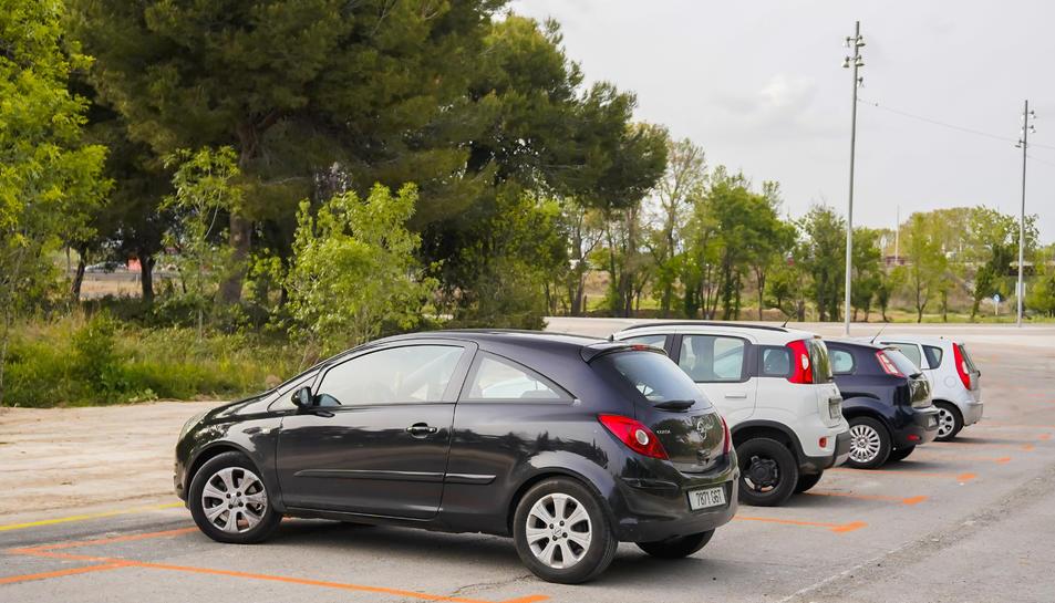 Només cinc vehicles havia aparcats al pàrquing dissuasiu a les 6 de la tarda d'ahir.