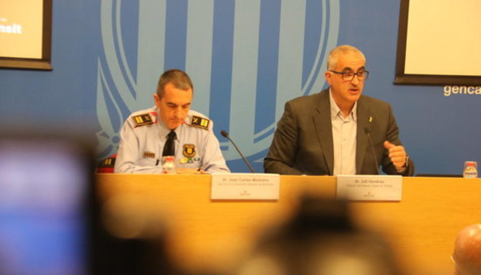 El cap de la comissaria general de Mobilitat dels Mossos d'Esquadra, Joan Carles Molinero, i el director del Servei Català de Trànsit, Juli Gendrau.