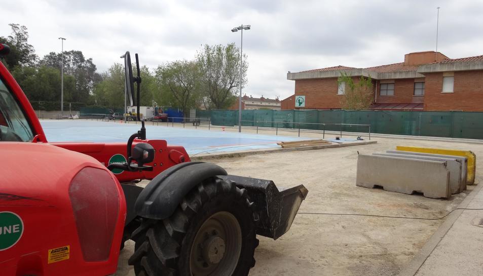 Aquesta setmana s'han iniciat treballs preparatoris com la neteja i el marcatge dels espais que ocuparà el poliesportiu.