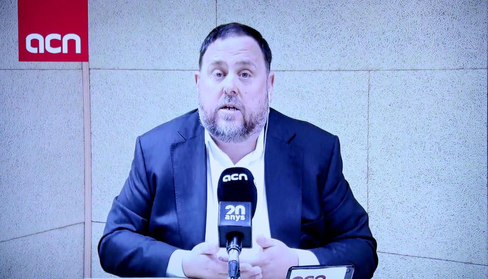 El candidat d'ERC el 28-A, Oriol Junqueras, durant la roda de premsa a l'ACN per videoconferència des de la presó de Soto del Real.
