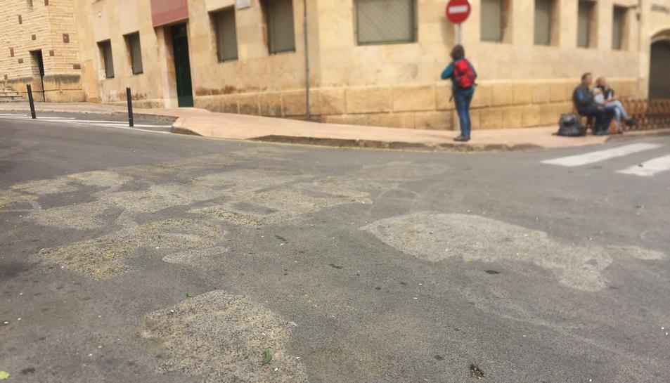 La pintada del carrer de les Coques ja estava esborrada aquest Divendres Sant.