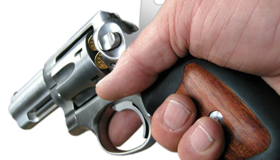 LEs llicències de pistola o revòlver s'atorguen a persones amb tasques de risc.