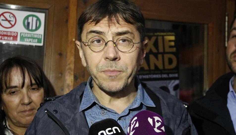 L'ideòleg de Podem Juan Carlos Monedero durant una atenció als mitjans a Tarragona.