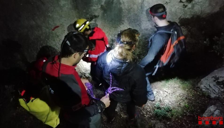 El dispositiu ha estat vuit hores en marxa fins que s'han pogut rescatar els excursionistes.
