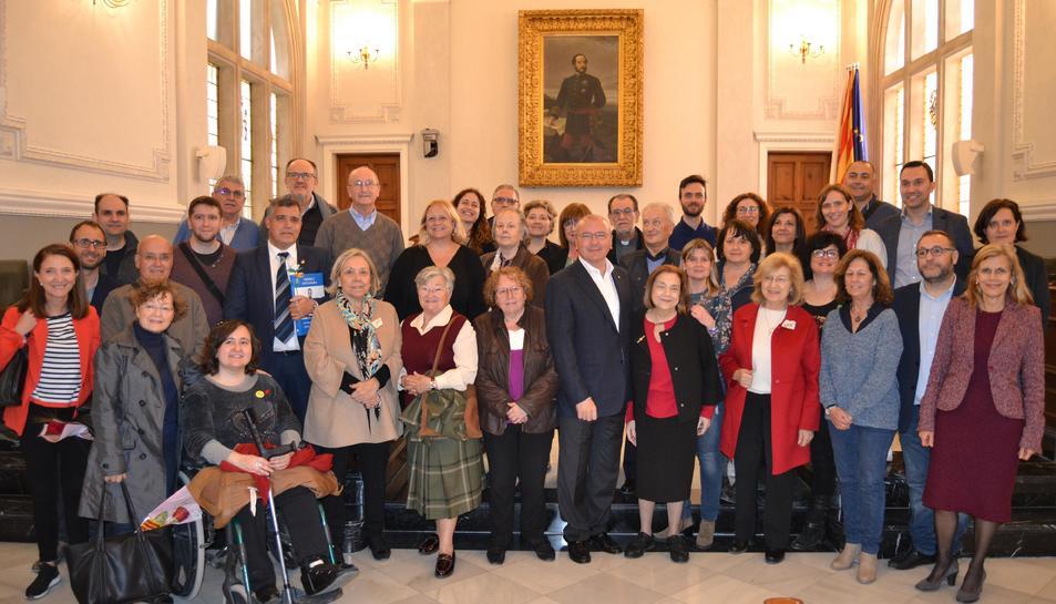Els autors locals durant la seva visita a l'Ajuntament.