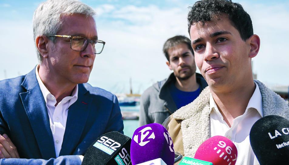 Josep Fèlix Ballesteros i el nou candidat del PSC, Mario Soler Santis, ahir al Moll de la Costa.