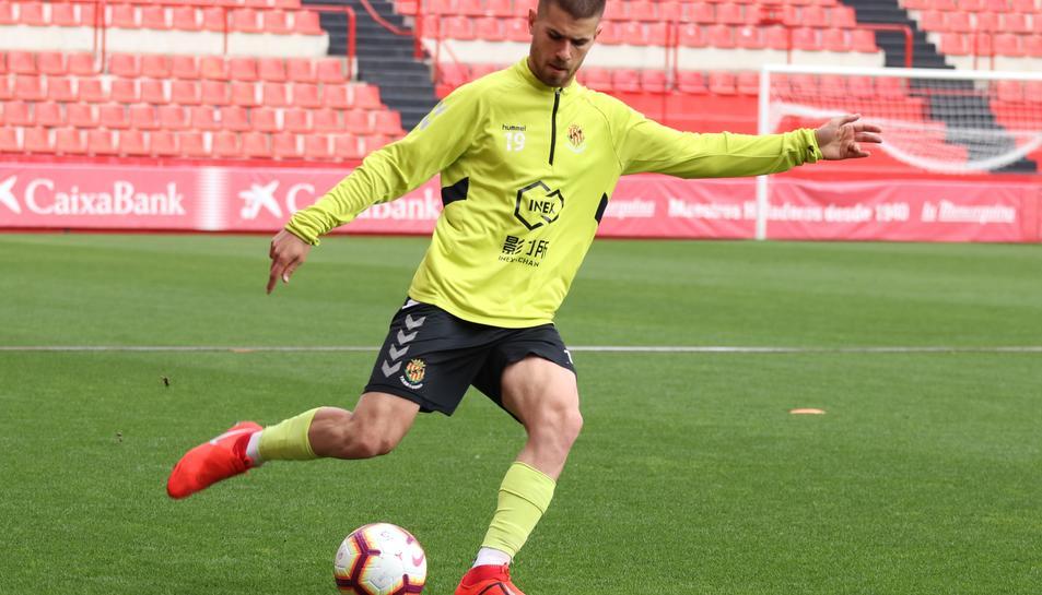 Ramiro Guerra, entrenant al Nou Estadi. El futbolista està negat amb les lesions i això és un problema tenint en compte la seva edat.