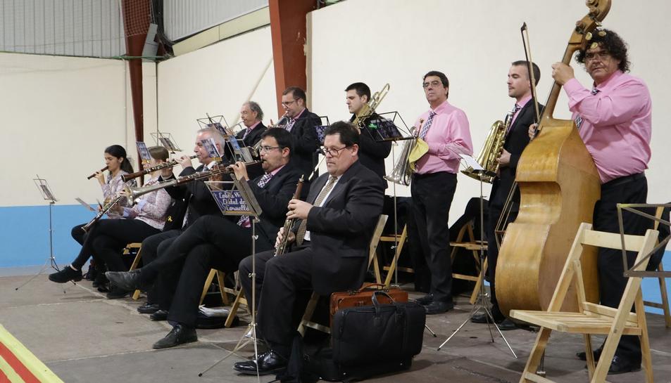 Les cobles Marinada i Ciutat de Cornellà van posar música a la jornada.