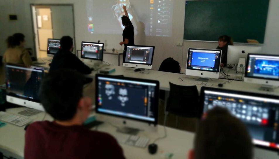 Una classe a l'Escola d'Art i Disseny de la Diputació a Tarragona.