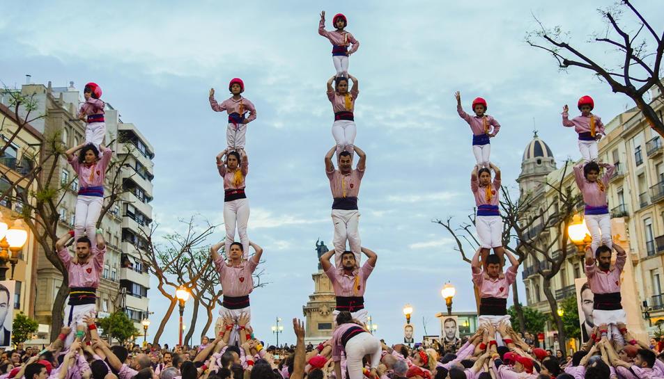 Els Xiquets de Tarragona, la Jove de Tarragona, els Castellers de Sant Pere i Sant Pau i els Xiquets del Serrallo van participar ahir a la Diada de Sant Jordi.