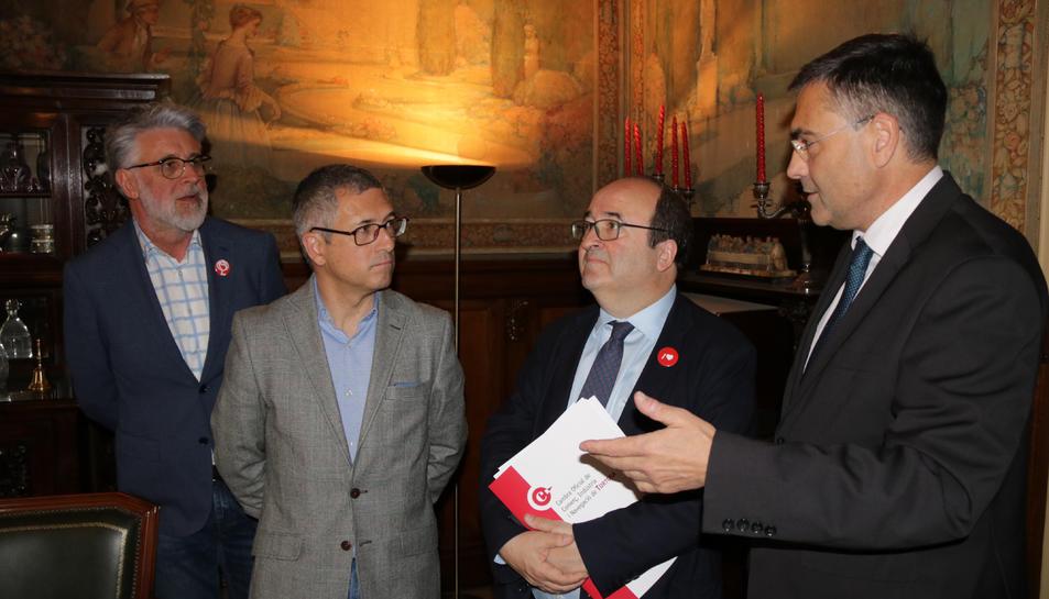 El secretari d'Estat de Medi Ambient, Hugo Morán, i el primer secretari del PSC, Miquel Iceta, a Tortosa.