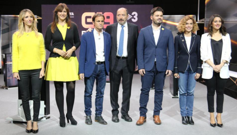 Els candidats al 28-A Cayetana Álvarez de Toledo (PPC), Laura Borràs (JxCat), Jaume Asens (ECP), Gabriel Rufián (ERC), Meritxell Batet (PSC), i Inés Arrimadas (Cs), amb el director de TV3, Vicent Sanchis, al mig.