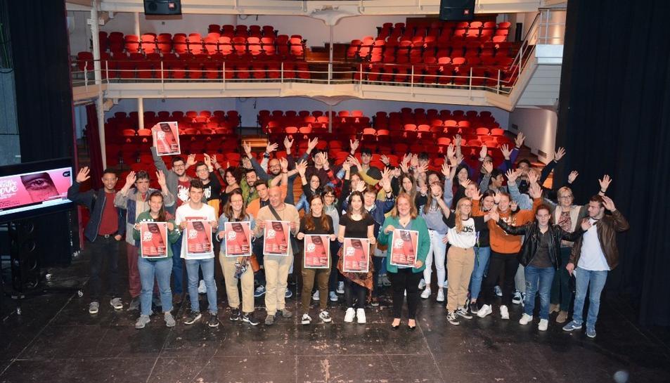 Hi participen sis grups de teatre amateur, tres centres educatius, l'Aula de Teatre de la URV i l'Institut del Teatre.