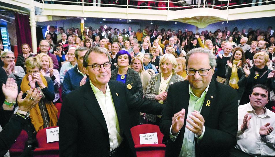 Artur Mas i Quim Torra ahir al vespre al Teatre Metropol durant l'acte de campanya de JxCat.