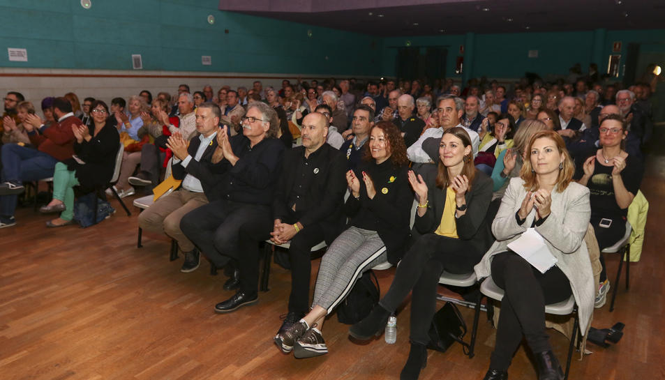 D'esquerra a dreta:  Pau Ricomà, Joan Tardà, Jordi Salvador, Laura Castel, Helle Kettner i Raquel Sans, ahir, al centre cívic de SPiSP.