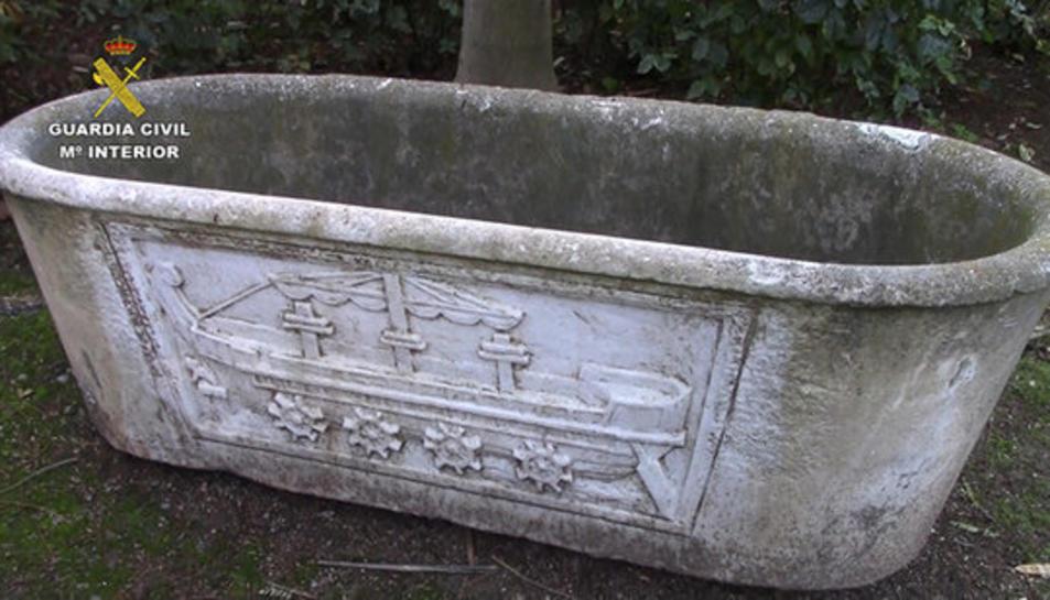 Imatge d'una de les peces arqueològiques recuperades per la Guàrdia Civil.