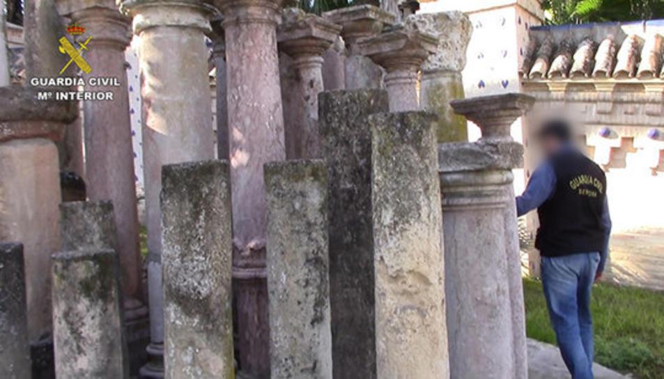 Columnes recuperades per la Guàrdia Civil.