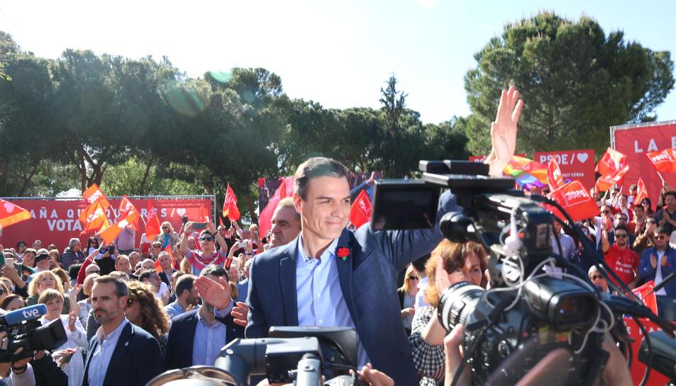 El candidat del PSOE al 28-A, Pedro Sánchez, durant un míting al barri de Vallecas de Madrid.