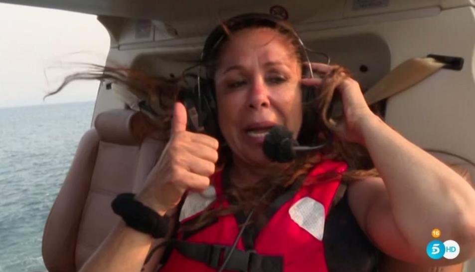 Isabel Pantoja, just abans de saltar de l'helicòpter.