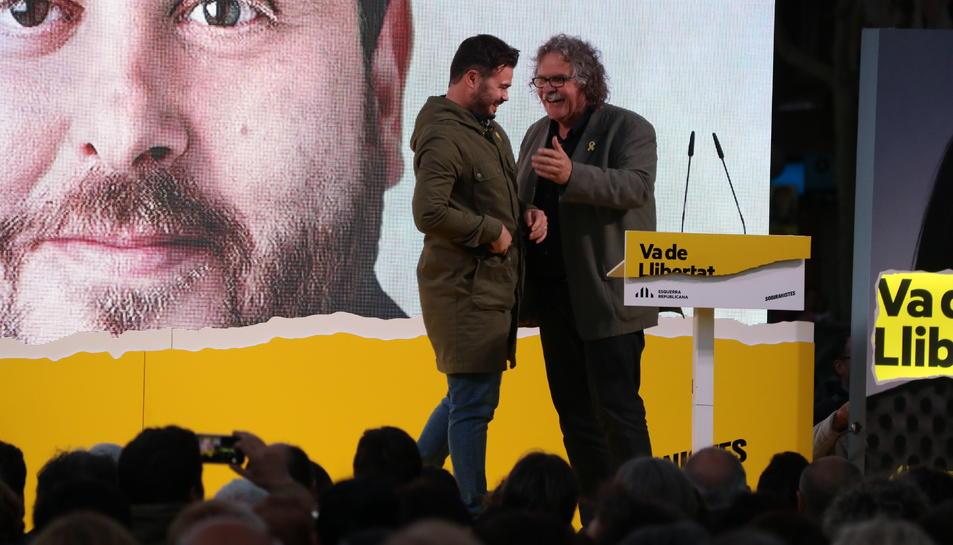 Gabriel Rufián i Joan Tardà durant l'acte final de campanya d'ERC.