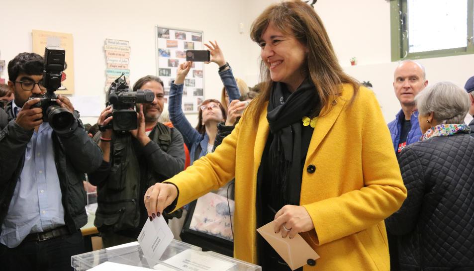 La candidata de JxCat Laura Borràs vota als Salasians de Sarrià.