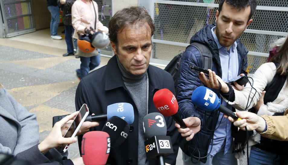 El candidat d'ECP, Jaume Asens, durant una atenció als mitjans.
