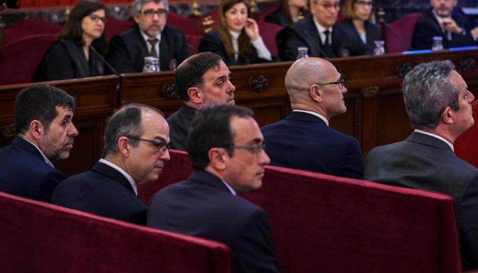 Oriol Junqueras, mirant enrere durant la primera jornada del judici de l'1-O.