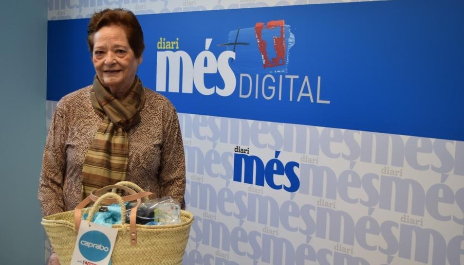 Maria Paredes Moreno, guanyadora del sorteig de la cistella Caprabo.