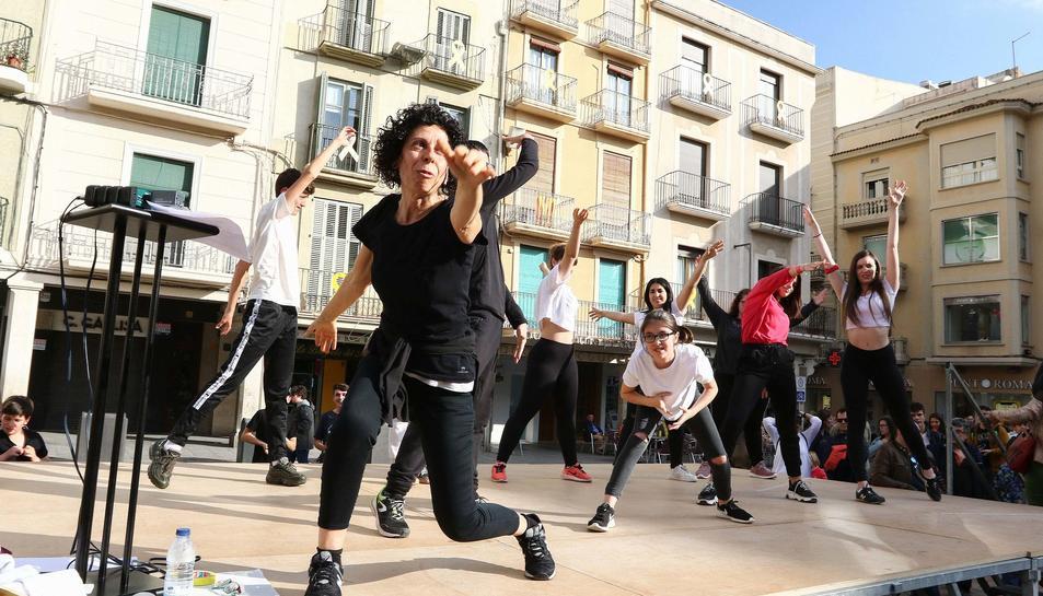 Celebració del Dia de la Dansa a la plaça Mercadal de Reus