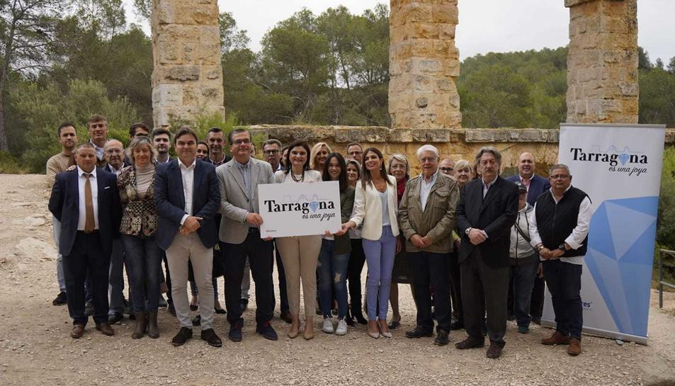 Fotografia de família del Partit Popular de Tarragona en l'acte de presentació de la seva candidatura a les eleccions del 26-M.