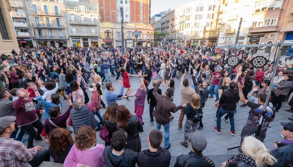La Batalla de Bandes va aplegar un gran nombre de participants a la plaça del Mercat.