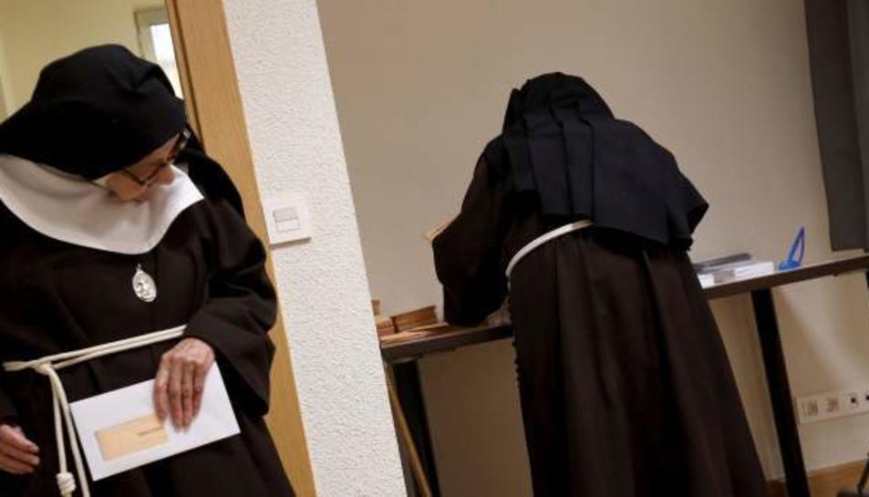 Unes monges del convent de les clarisses exerceixen el seu dret el 28-A.