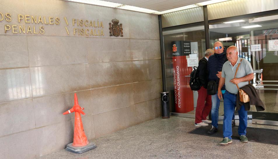 L'exalcalde de la Bisbal del Penedès Josep Maria Puigibet (ERC), sortint del jutjat penal número 3 de Tarragona.