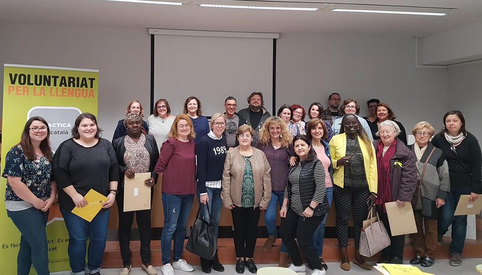 Imatge de les 24 parelles que formen part del Voluntariat per la llengua.