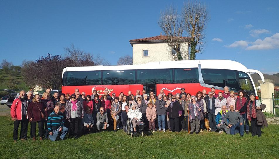 Foto del grup de creixellencs que han viatjat fins a França.