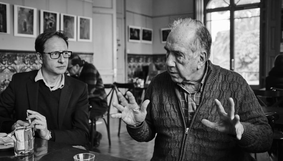 Imatge de la trobada amb l'escriptor Joan Margarit.